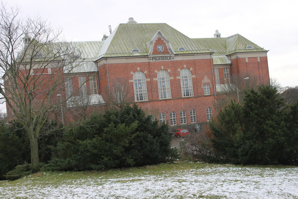 Rosenfredsskolan, helig mark, eftersom det var här fredskonferensen 1915 genomfördes. Idag delar kulturskolan och gymnansiets estetiska program på skolan. Den ärevördiga aulan är en utmärkt konserlokal med plats för 350 personer, publik och körsångare sammanlagt.