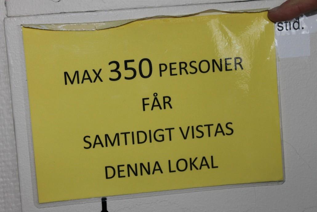 Rosenfredskolans aula har följande information.