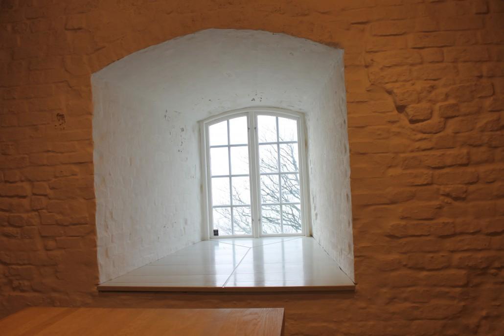 En djup fönsternisch duger kanske för en mindre sångargrupp på Fästningen.